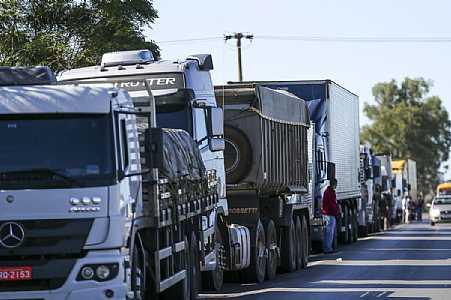 Caminhoneiros: entidades seguem divididas sobre adesão à greve